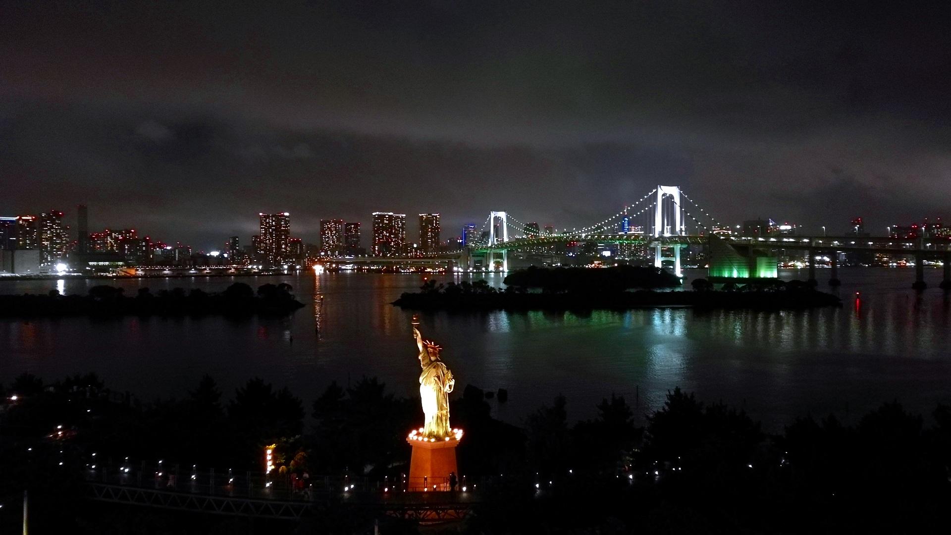 Odaiba bei Nacht (Foto: Marina Hochholzner)