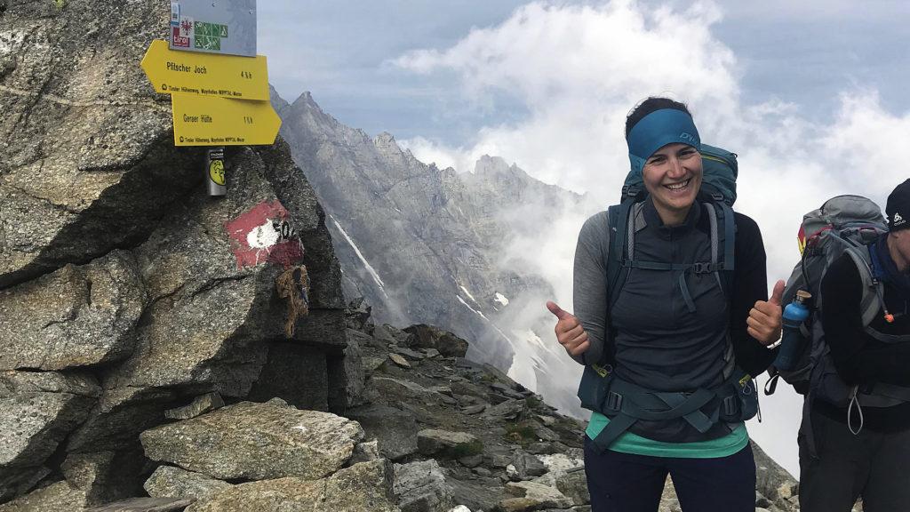 Am höchsten Punkt der Alpenüberquerung (Foto: Sabina Schneider)