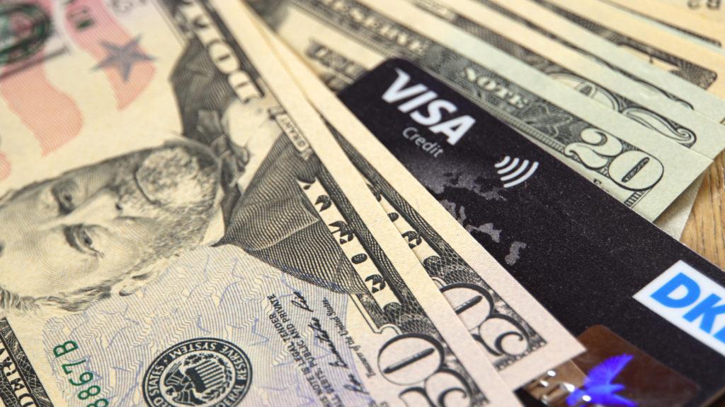 Kreditkarte und US Dollar sind auf Reisen unabdingbar (Foto: Sabina Schneider)
