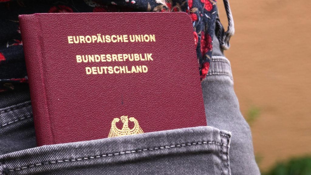 Reisepass und Dokumente (Foto: Sabina Schneider)